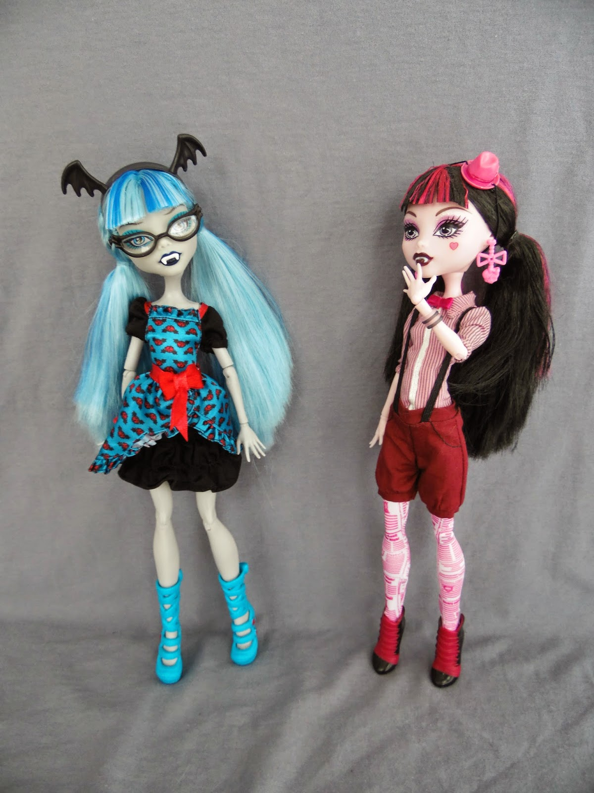 anyways without further ado lets take a closer look at ghoulia and see what draculaura thinks of ghoulias interpretation of her style - Ghoulia Yelps