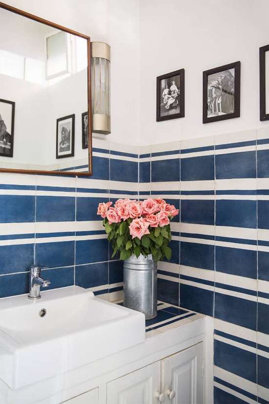 Classy bathrooms with blue white tiles | Domino