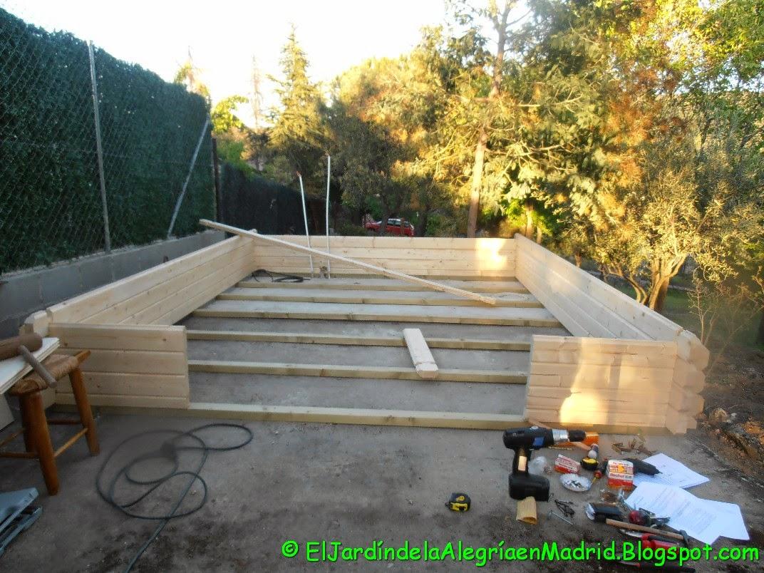 El jard n de la alegr a casita de madera en el jard n for Casita madera jardin