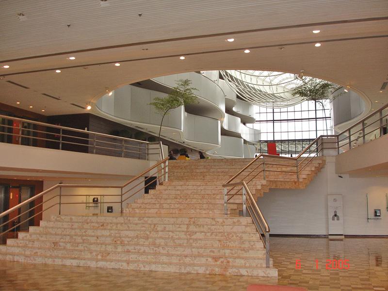 M rmores braz pedras projetos escadas for Sala de estar grande com escada