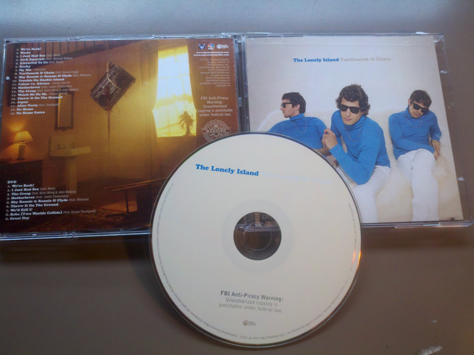 http://2.bp.blogspot.com/-XPkDm-99Gho/TcdP_ZhnqaI/AAAAAAAAMGw/pcpkDyYB2IQ/s1600/00-the_lonely_island-turtleneck_and_chain-proof-2011.jpg