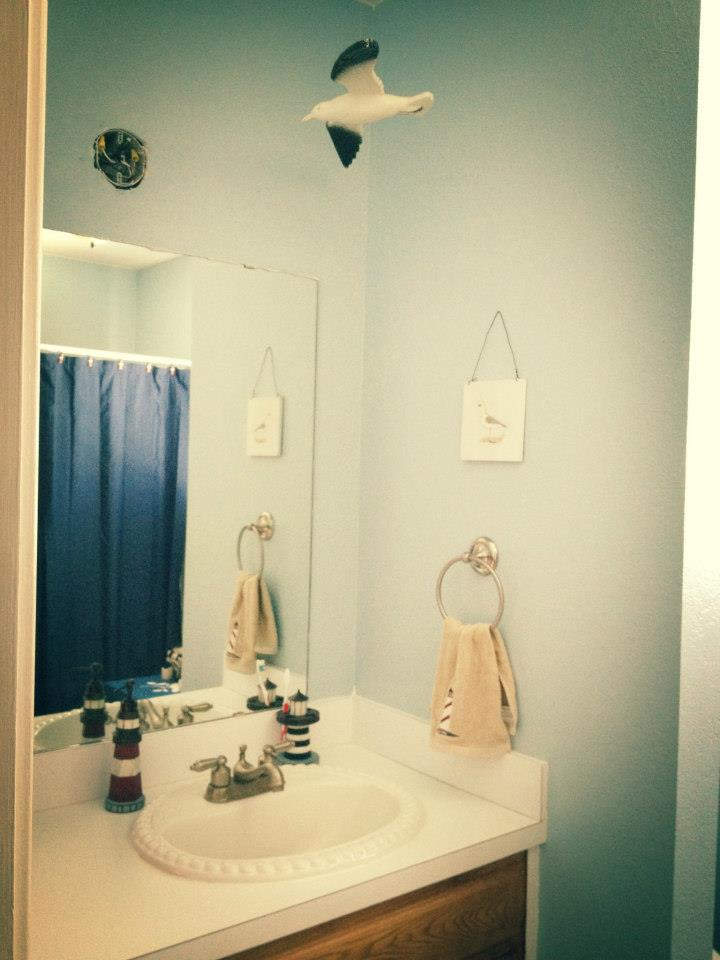 Nautical themed bathrooms