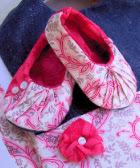 http://www.homespun-threads.com/hp_zencart/download/pleatedballerinashoes.pdf