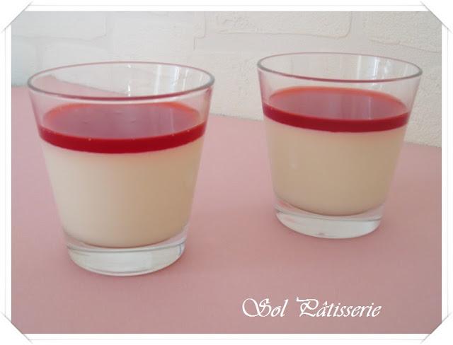 Panna cotta à la vanille et coulis de framboise