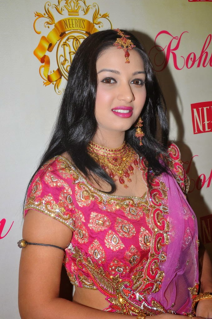 Siddhie At Neerus Kohinoor Collection Launch Pics
