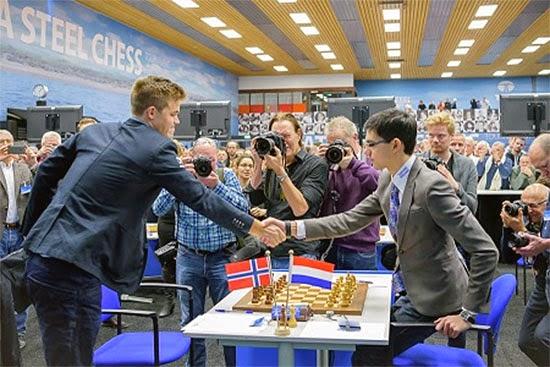 Echecs : Anish Giri (2784) 1/2 Magnus Carlsen (2862) - Photo © Alina L'Ami