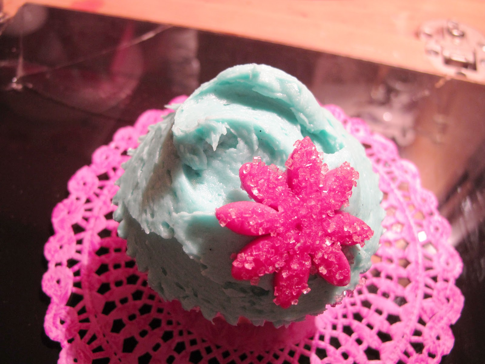 What Laura Made Vanilla Cupcakes With Sparkly Flowers