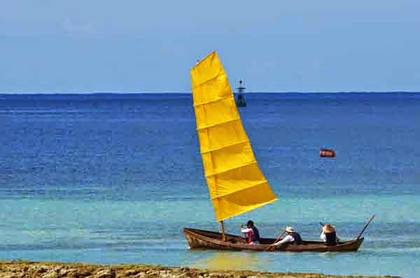 yellow-sailed boat racing, 3 man team