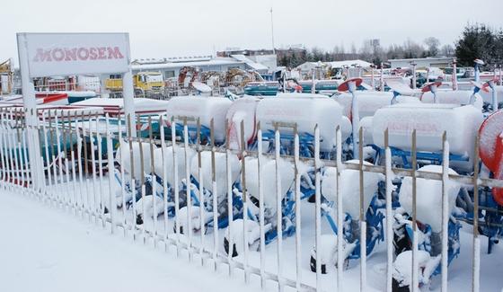 Siewniki punktowe Monosem zasypane śniegiem