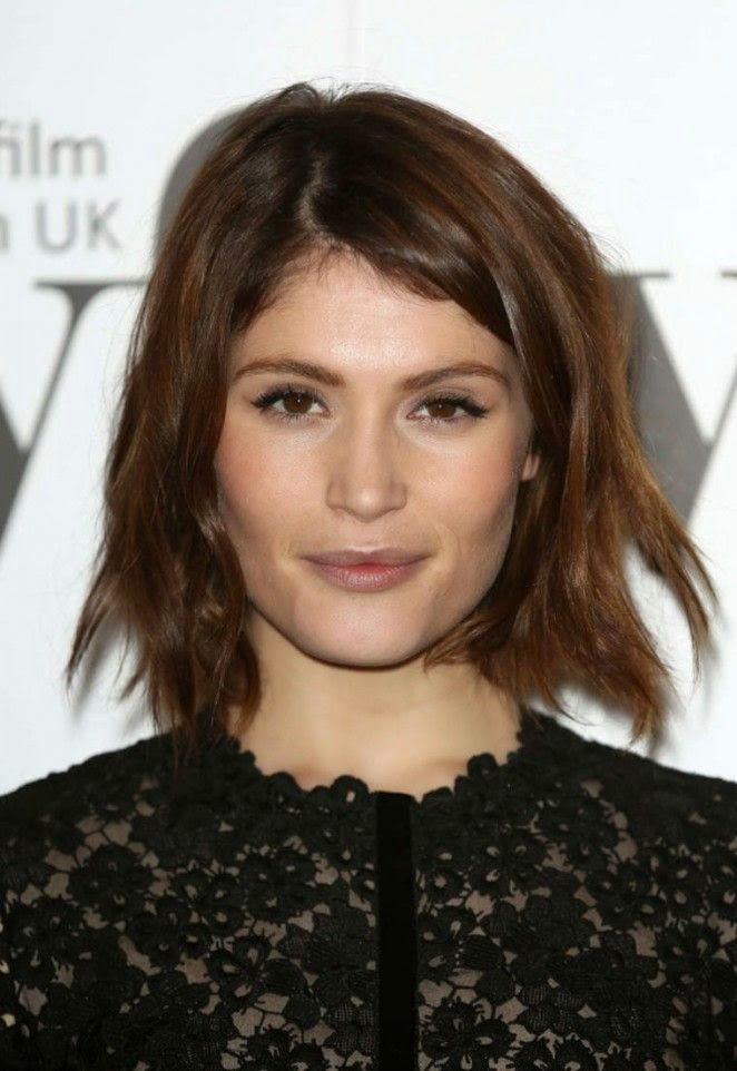 Pairing it with a simple, Gemma Arterton let's the good news first as she headed to the film and Awards of Sky's Women at London on Friday, December 5, 2014.  The 28-year-old looked in all the right places by her dark lace dress and didn't show off too much skin.