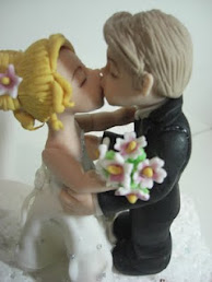 Noivinhos fofinhos se beijando