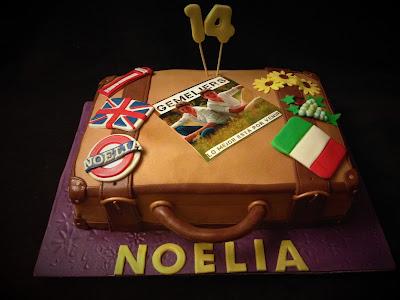 tarta maleta; maleta; tarta; cumpleaños; gemeliers; cancion; cantante; londres; italia; toscana; viaje; adolescente; fondant