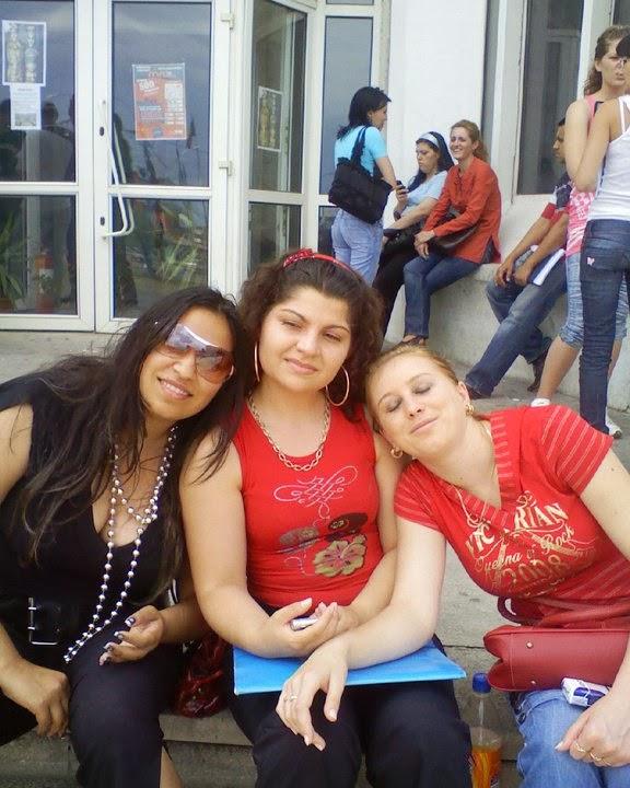 Stefy Ene, Cristina Molea, Silvia Guma, la Drept in Aparatorii Patriei in sesiune