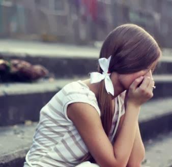sad-girl-miss-you-love-and-truthful-أشياء تدل على أنك لم تنسي حبيبك السابق…