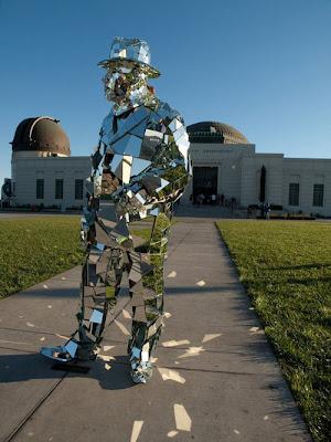 ottttriginal صور رجل يرتدي بذلة من مئات المرايا
