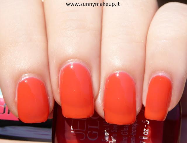 Swatch Pupa - Jelly Glow. Collezione 2015. Nail Polish nella colorazione 005 Juicy Orange.