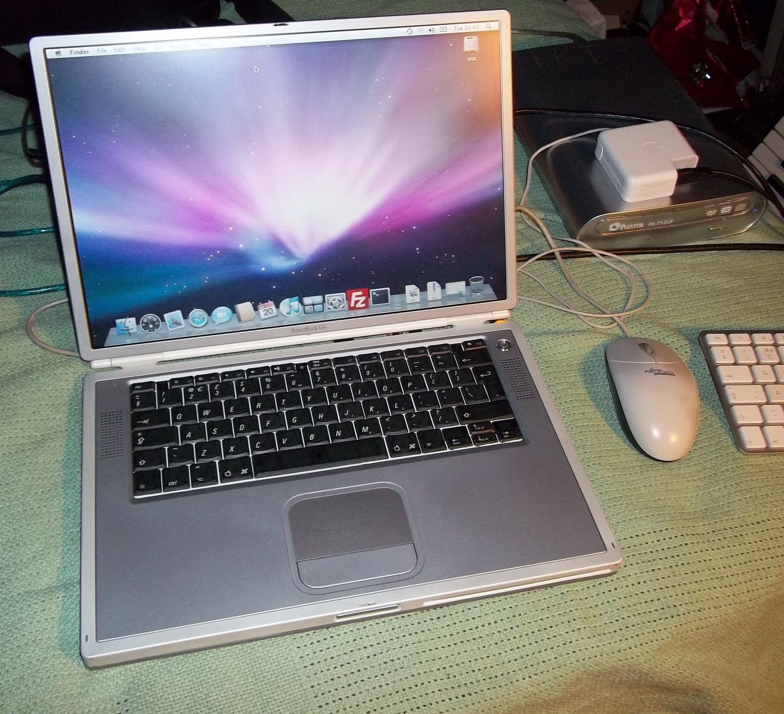 tech thoughts using an apple powerbook g4 in 2011. Black Bedroom Furniture Sets. Home Design Ideas