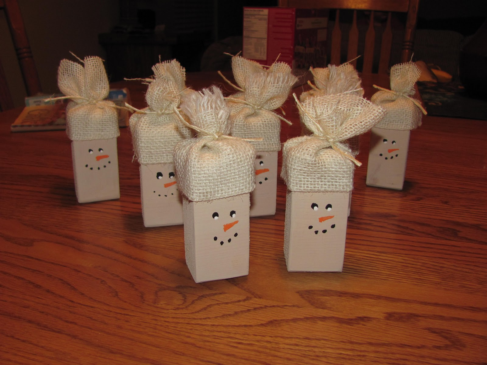 Crafty blonde chick snowmen ornaments for Snowman made out of burlap