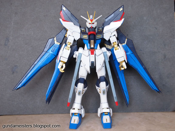 Gundam Meisters: Review: MG 1/100 - Strike Freedom Gundam