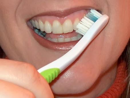 Menyikat Gigi Secara Teratur Bisa Menghilangkan Karang Gigi
