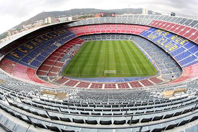 ... sepakbola terbesar di Eropa, dengan kapasitas 120.000 penonton dan