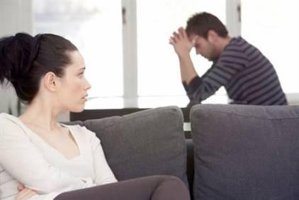 unhappy-couple-حل مشكلة العناد بين الزوجين