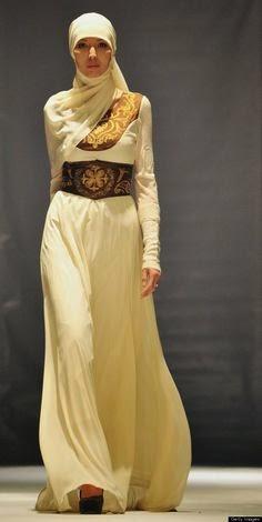7 Model Baju Long Dress Muslimah Yang Lagi Trend Bulan Ini