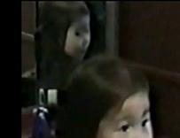 fantasma de una niña en el espejo