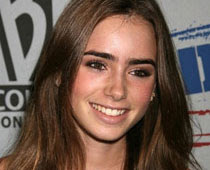 Actress Lily Collins, Lily Collins, Julia Roberts, Hollywood, Hollywood actor, Hollywood actoress, Hollywood Actress, Hollywood Film Release, Hollywood Film Reviews, Hollywood Models, Hollywood Movie Actors, Hollywood Movie News, Hollywood Movie Songs
