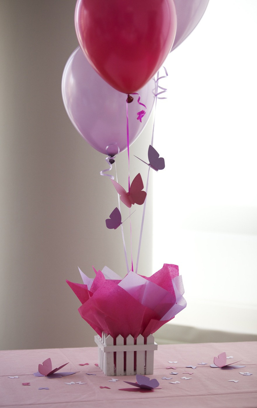 Centerpieces balloon decorating party favors ideas for Baby birthday decoration photos