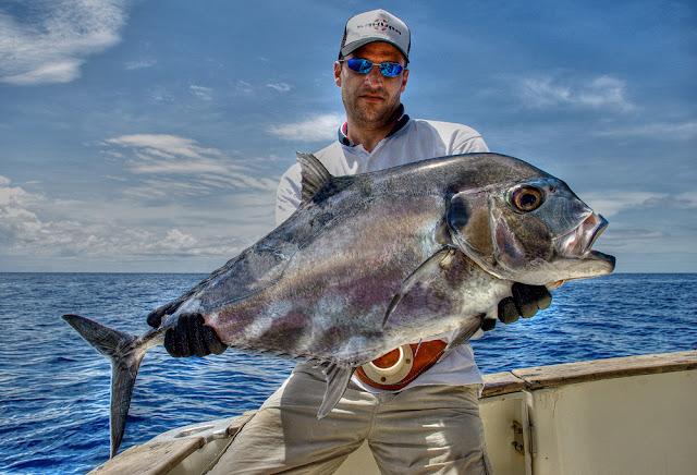 voyage de pêche madagascar nosy be archipel des mitsio, photo gros poisson, carangue record, tropical fishing, peche exo madagascar, pêche au gros, photo fabien monteil