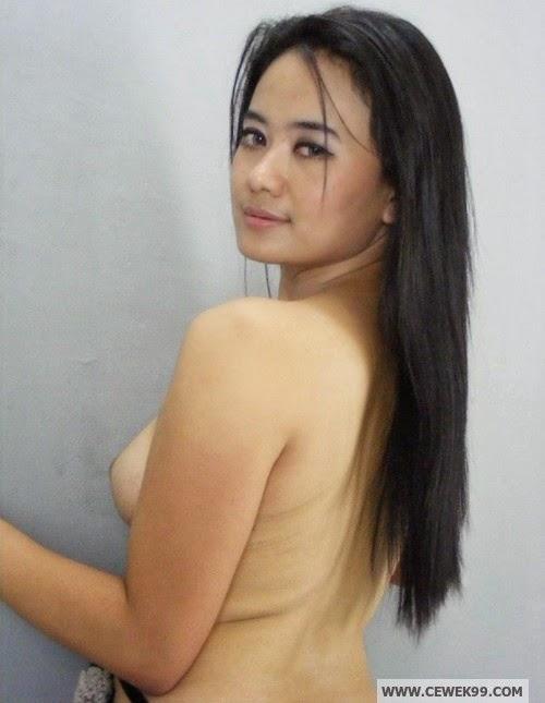 Cewek Ini Rela Pose Bugil Demi Jadi Model, HOT!!!