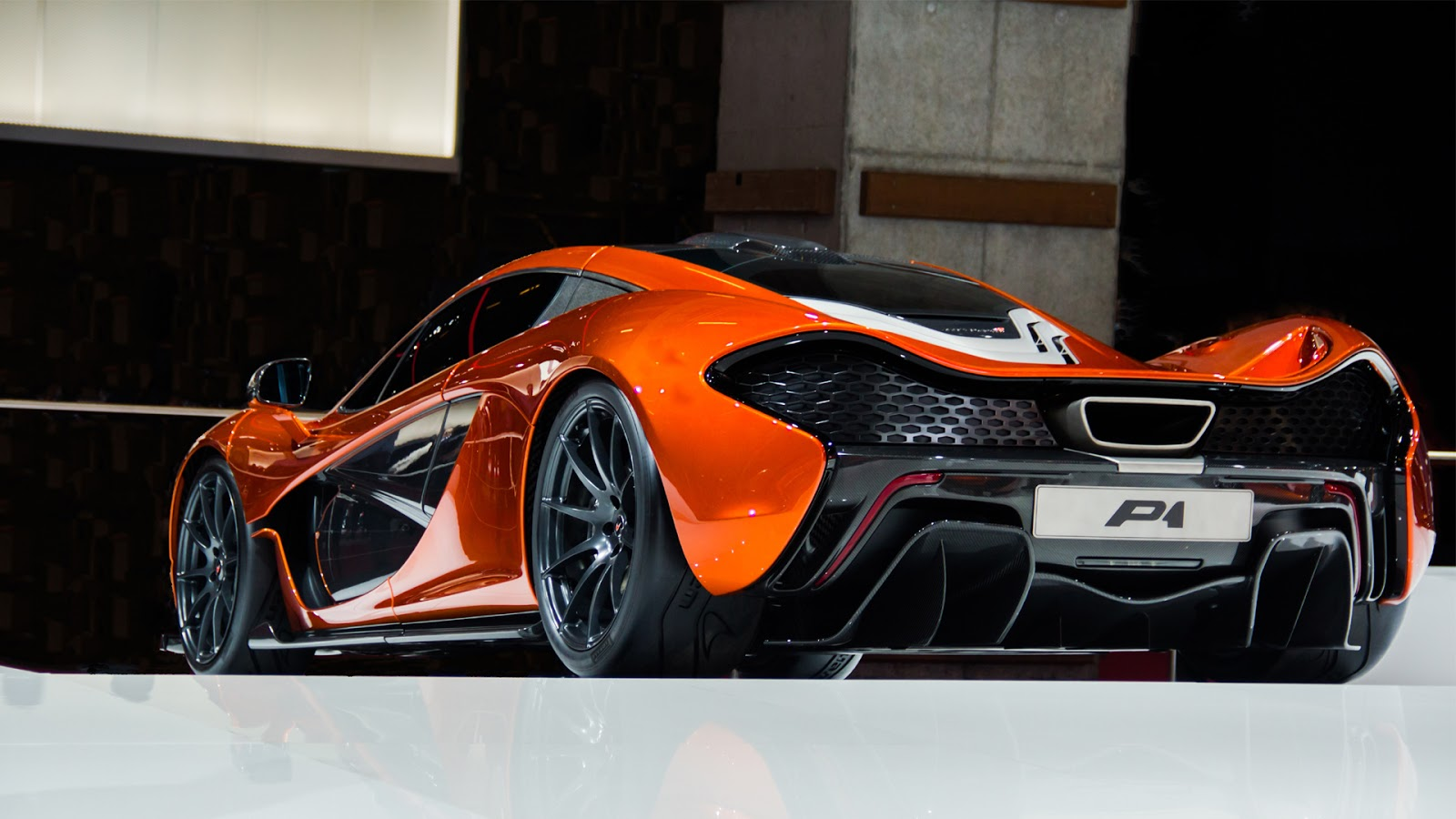 mclaren p1 hd wallpapers high definition free background. Black Bedroom Furniture Sets. Home Design Ideas
