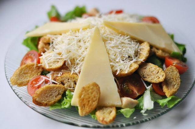 Простой рецепт салата Цезарь для