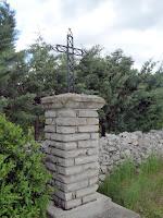 サン・ギエムの道 モンダルディエ   十字架 Montdardier Chemin de Saint-Guilhem croix