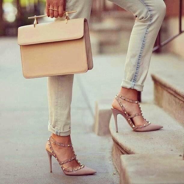 ca72e6100 FUTILIDADE ÍNTIMA  Como combinar bolsas e sapatos de uma forma ...
