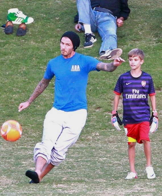 Talking out of my Arsenal: BECKHAM TRAINS WITH THE ARSENAL