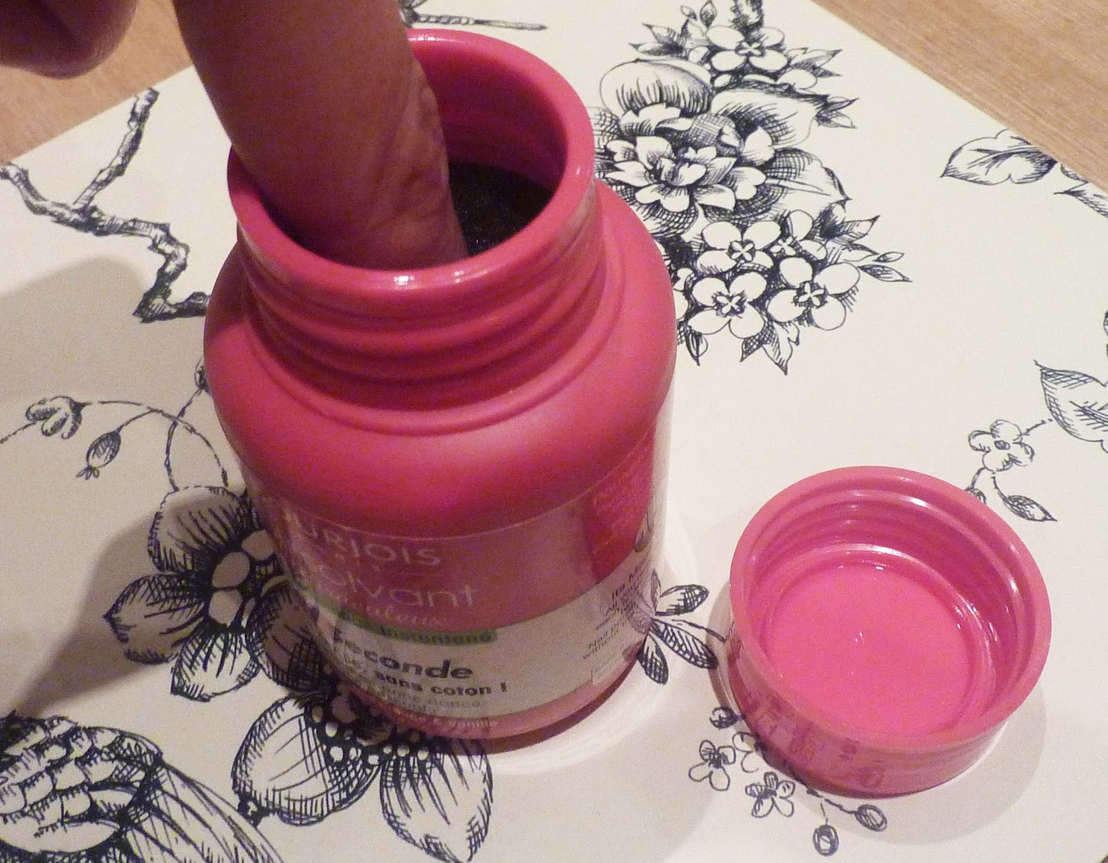 BEAUTY & LE CHIC: Say BONJOUR to Bourjois Magic Nail Polish Remover