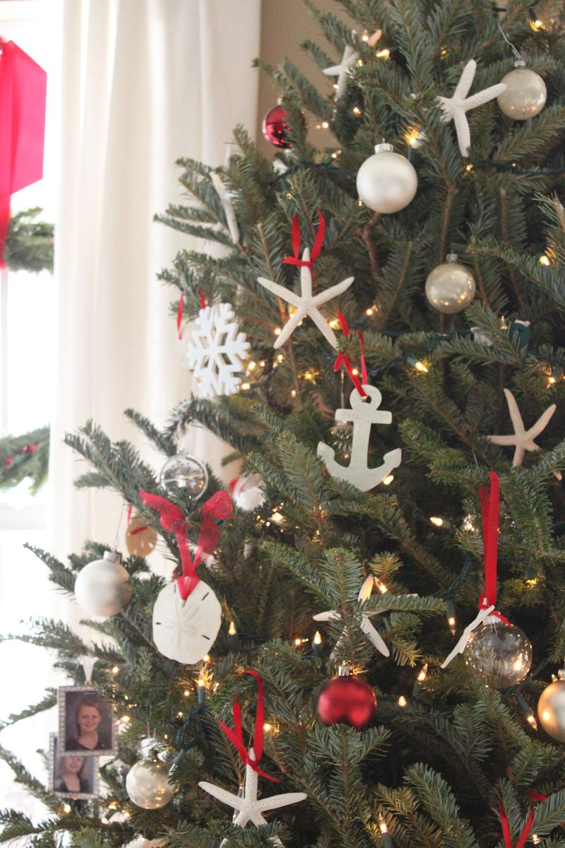 fifteen of our favorite coastal christmas trees - Beach Themed Christmas Trees