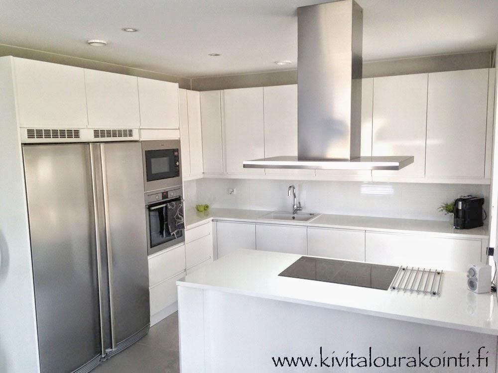 Villa Kivitalo Valkoinen keittiö