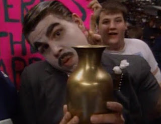 WWF (WWE) SURVIVOR SERIES 1992 - PAUL BEARER FAN IN CROWD