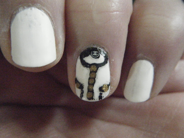 Nailart with Chanel Logo and Buttons