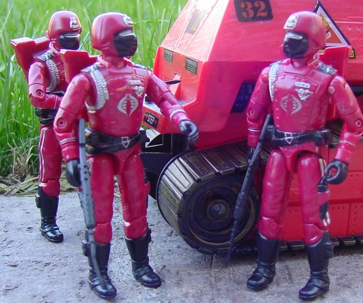 1985 Crimson Guard, 2004 Operation Crimson Sabotage, Crimson Hiss Tank, KB Toys Exclusive