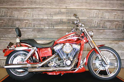 Harley-Davidson FXDSE2 Screamin Eagle Dyna