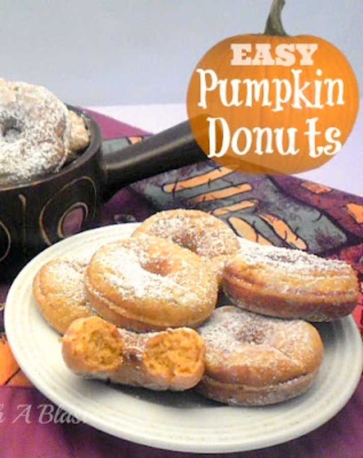 Easy Pumpkin Donuts ~ Fall flavors at it's best in these Pumpkin Donuts {including recipe for homemade Pumpkin Pie Spice!} #PumpkinRecipe #PumpkinDonuts #PumpkinPieSpice