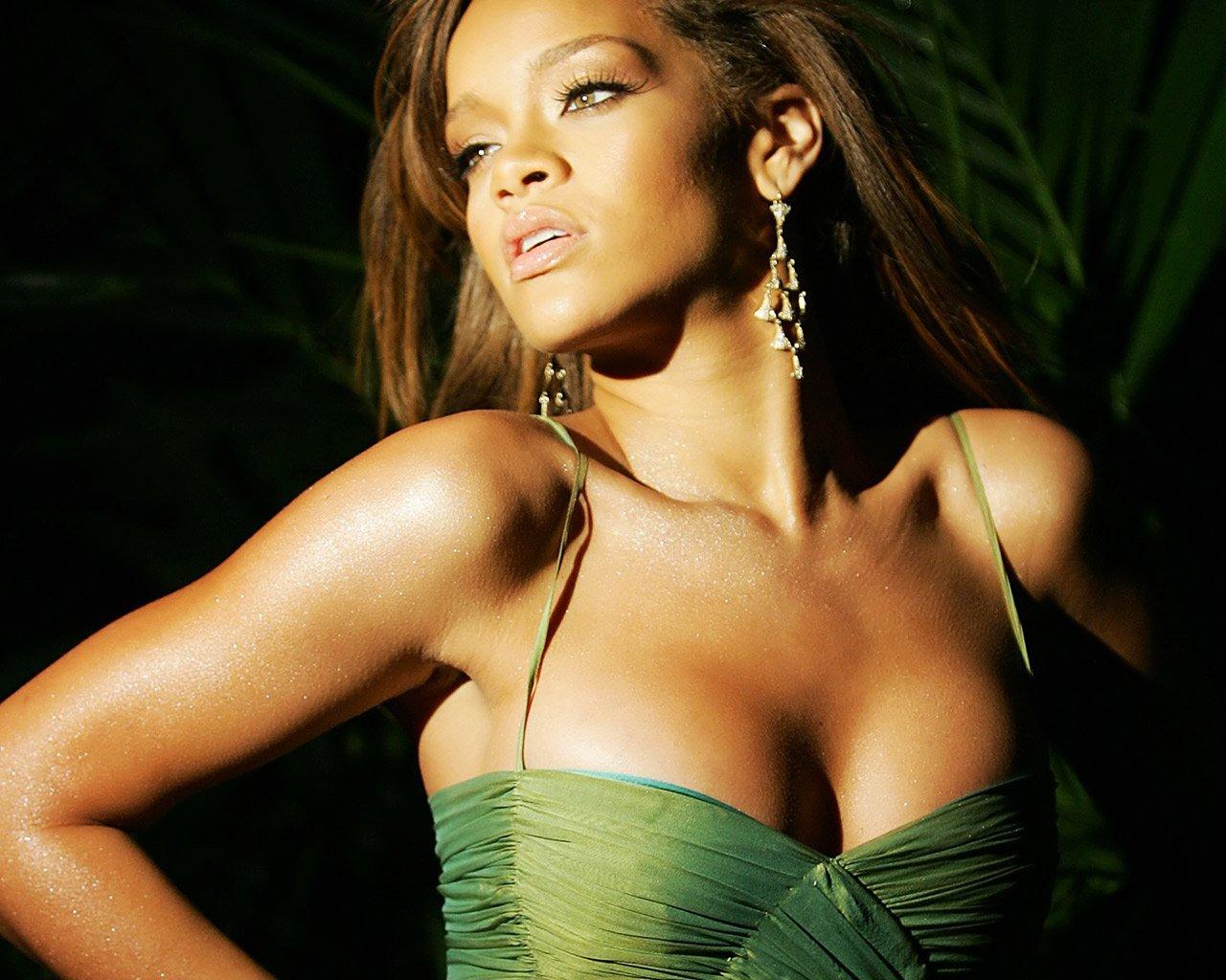 http://2.bp.blogspot.com/-XWgcXN2Nlpg/TcmaX1MLg4I/AAAAAAAAA2A/445CHVYJvFI/s1600/Rihanna+10.jpg