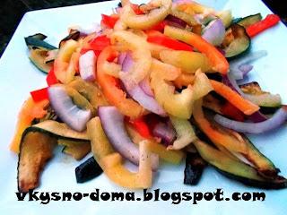Теплый разноцветный овощной салат