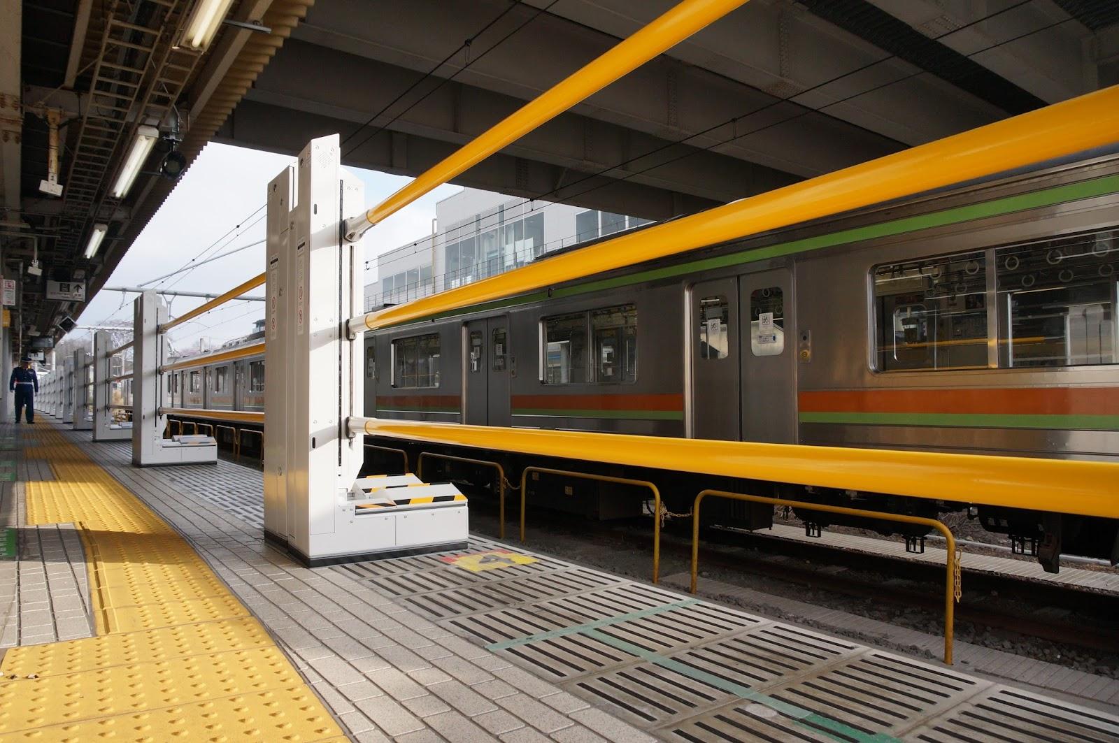 拝島駅昇降式ホーム柵 閉鎖時