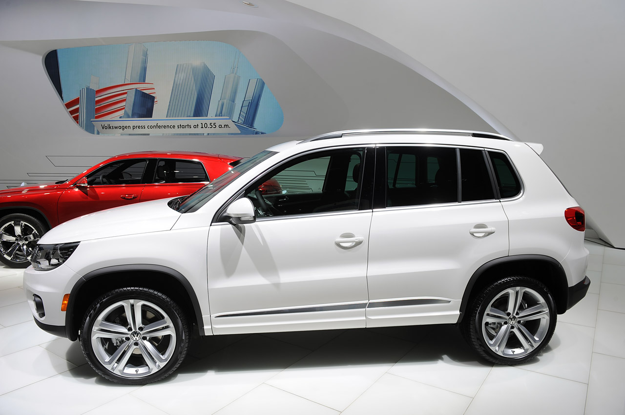 automotiveblogz volkswagen tiguan r line detroit 2013 photos. Black Bedroom Furniture Sets. Home Design Ideas