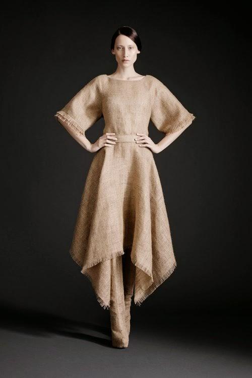 Gareth Pugh fashion surreal coleção 2005 rituais pagãos glitches